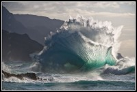Massive wave explodes along Kauai's Na Pali Coast