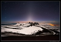 Zodiacal light over Mauna Kea and observatories.