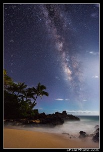 Milky way over Secrets beach in Makena, Maui, Hawaii