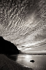 b/w,black and white,clouds,dramatic,feinberg,ke'e,vertical
