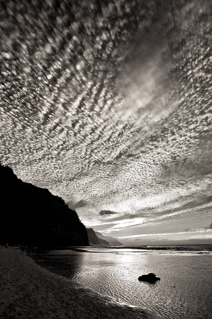 b/w,black and white,clouds,dramatic,feinberg,ke'e,vertical, photo